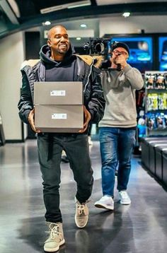 Kanye bringing out the first pair of Yeezy boosts in Soho, NY