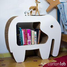 Mesita de noche de cartón con forma de elefante diseñada por Cartonlab. Night table made of cardboard with elephant shape designed by Cartonlab.