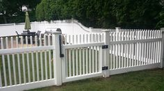 White wood Nantucket picket fence with walk gate