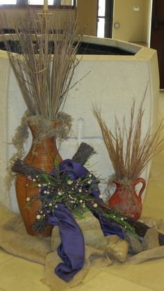 When decorating our chruch for the various seasons of the church year I struggled to find images of Altar Flowers, Church Flower Arrangements, Church Flowers, Floral Arrangements, Lent Decorations For Church, Church Ideas, Altar Design, Holy Thursday, Church Stage Design