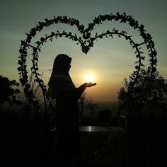 """""""Sesungguhnya orang mukmin itu kalau berbuat dosa maka terbentuklah titik dihatinya. Jika dia bertaubat meninggalkan dosa dan beristighfar maka mengkilaplah hatinya. Dan apabila menambah (dosa atau maksiat) maka bertambahlah (bintik hitamnya) hingga menutupi hatinya. Itulah """"ra-in"""" yang disebut Allah dalam Alqur'an ;  كلا بل ران على قلوبهم ما كانوا يكسبون """"Sekali-kali tidak (demikian) sebenarnya apa yang selalu mereka usahakan itu menutup hati mereka""""(Qs. 83 : 14 dalam hadits riwayat Ahmad)…"""