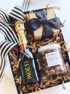 Alcohol Gift Baskets, Champagne Gift Baskets, Wine Gift Baskets, Alcohol Gifts, Best Gift Baskets, Corporate Christmas Gifts, Cute Christmas Gifts, Christmas Baskets, Corporate Gifts