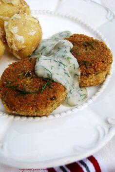 Kotlety a la rybne z sosem koperkowym