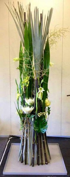Bart Hassam Hotel Flower Arrangements, Flower Centerpieces, Flower Decorations, Art Floral, Ikebana, Hotel Flowers, Modern Floral Design, Decoration Entree, Corporate Flowers