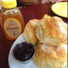 Bought both this artisan-made blueberry jam & amazing honey from Tupelo Honey Cafe in Asheville, NC last week! Best restaurant downtown w/ smack yo mamma good biscuits! Breakfast Bread Recipes, What's For Breakfast, Breakfast Meals, Asheville Restaurants, Asheville Nc, Blueberry Compote, Blueberry Jam, Honey Cafe, Yummy Treats