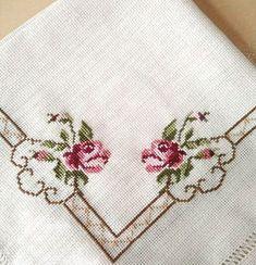 No hay descripción de la foto disponible. Cross Stich Patterns Free, Cross Stitch Borders, Hand Embroidery Patterns, Embroidery Kits, Cross Stitch Designs, Beading Patterns, Cross Stitch Embroidery, Embroidery Designs, Crochet Patterns