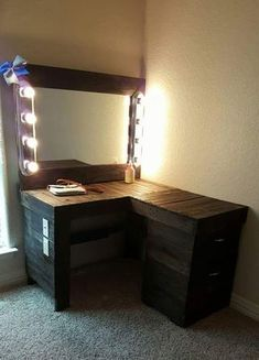 Wouldn't this Pallet Vanity Corner Desk complete with a large mirror lots of lighting extra outlets and a handy switch be terrific? But wait! It gets better. It has spacious drawers for convenient storage options and plans to improve it are in Rustic Makeup Vanity, Diy Vanity Mirror, Vanity Ideas, Storage Mirror, Desk Storage, Diy Pallet Vanity, Rustic Vanity, Corner Storage, Mirror Ideas