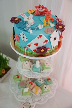 The grass detailing with the toadstools around the edge would look great on a woodland cake