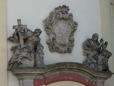 František Pacák – Alegorie Víry a Naděje nad portálem piaristického kostela v Litomyšli