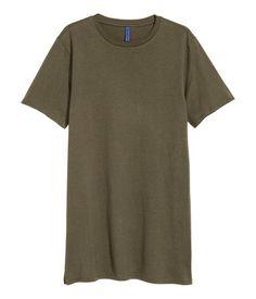 Dark khaki green. Long T-shirt in jersey.