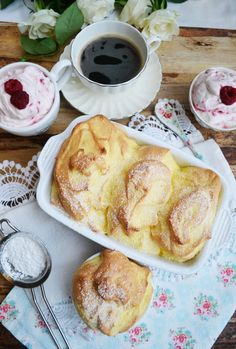 Salzburger Nockerl with raspberry cream - Austrian Recipes, Desert Recipes, No Bake Desserts, Let Them Eat Cake, Food And Drink, Cooking Recipes, Yummy Food, Favorite Recipes, Snacks