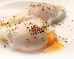 How to poach an egg    Chef J. Looney