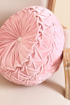 ♔ Plush pink velvet shabby chic round pillow