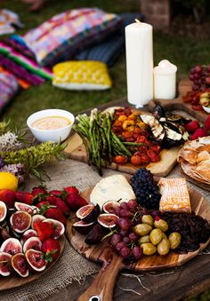 Appetizer or full dinner idea: Antipasto. Figs, cheese, olives, asparagus, etc on wooden boards. This is how we love to eat! Tapas, Good Food, Yummy Food, Cooking Recipes, Healthy Recipes, Le Diner, Appetisers, Food Presentation, Food Inspiration