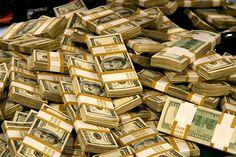 Los empresarios chavistas acusados por el gobierno de los Estados Unidos de lavar 100 millones de dólares a funcionarios del gobierno de Venezuela, salieron en libertad luego de haber pagado una fianza de 250 mil dólares. Mientras los ciudadanos de a pie no tienen alimentos, medicinas ni billetes del cono monetario nuevo.