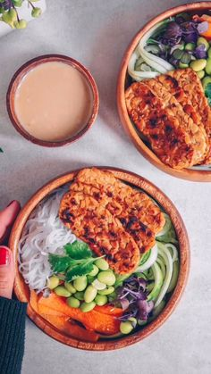 to make a protein bowl in under 10 minutes Easy plantbased tempeh protein in bowl which will optimize your nutritional goals.Easy plantbased tempeh protein in bowl which will optimize your nutritional goals. Healthy Dinner Recipes, Whole Food Recipes, Vegetarian Recipes, Tempeh Recipes Vegan, Diner Recipes, Easy Recipes, Asia Food, Clean Eating, Healthy Eating
