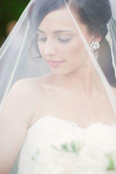 Bridal portrait with veil, romantic makeup, photo by Yazy Jo
