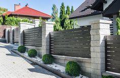 House Fence Design, Modern Fence Design, Front Gate Design, Balcony Railing Design, Door Gate Design, Garden Design, Modern Gates, Front Yard Decor, Front Yard Fence
