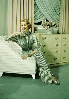 Vintage Glamour Girls: Arlene Dahl Hooray For Hollywood, Golden Age Of Hollywood, Vintage Hollywood, Classic Hollywood, Hollywood Style, Hollywood Actresses, Mod Fashion, Vintage Fashion, Blond