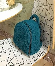 Marvelous Crochet A Shell Stitch Purse Bag Ideas. Wonderful Crochet A Shell Stitch Purse Bag Ideas. Crochet Handbags, Crochet Purses, Crochet Bags, Knit Crochet, Crochet Clutch, Crochet Backpack Pattern, Crochet Shell Stitch, Bobble Stitch, T Shirt Yarn