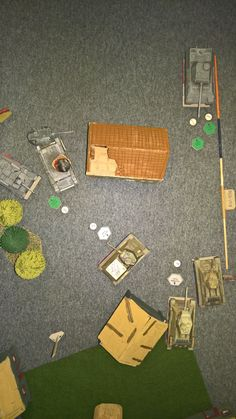 Game has phases (move, aim/target selection, shoot). Shooting phase has rounds. Player shoot each round with dice - - German shoot first on his round. Tank War, Dice, Tanks, Scale, German, Target, Paper, Weighing Scale, Deutsch