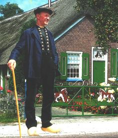 Staphorst, also in the Netherlands is an orthodox protestant village . Here klederdracht is still frequently being worn by (mostly) the elderly. #Overijssel #Staphorst