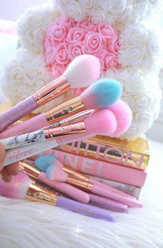 Cotton Candy Makeup, Pink Cotton Candy, Eyeshadow Makeup, Makeup Brushes, Makeup Candles, Beauty Room Salon, Sweet Makeup, Makeup Brush Storage, Unicorn Makeup