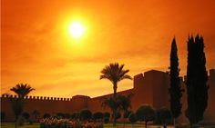 #Maroc . Pays des mille et une merveilles, le Maroc est un nom qui évoque les palais entourés de somptueux jardins et les souks desquels s'échappe l'odeur mystérieuse et délicieuse des épices. vp.etr.im/389c
