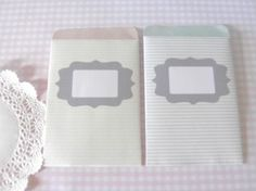 """{... à imprimer} Quand on est une future mariée, la petite pochette peut nous servir comme sachet de graines ou de confettis. Quand on est une """"bricoleuse"""", la petite pochette peut nous servir pour ranger son matériel ( boutons, rubans, ficelles...) Quand..."""