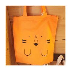 Le trop joli sac tigre est disponible à la boutique  Idéal pour aller à la bibliothèque en ce mercredi joli !  La boutique est ouverte de 9h30 à 12h00  #libellule #boutique #cafeboutique #creationfrancaise #madeinfrance #alsace #selestat #monalsace #3ruedu17novembre #cafe #cafeboutique #deco #faitmains #faitmain #madecoamoi #ideecadeau #terrasse #original #sactigre #totebag #orange #bibliotheque #mercredijoli