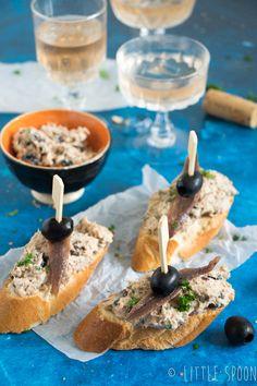 3 x Spaanse pinchos voor bij de borrel - Little Spoon Bruschetta, Kamado Bbq, Bistro Food, Tapenade, Spanish Food, Antipasto, High Tea, Catering, Snack Recipes