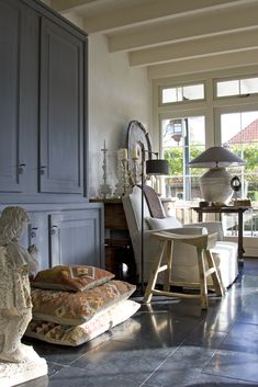 Love the chalky palette here. Charcoal against putty walls and trim. Think would be especially nice with neutral fumed-looking floors.