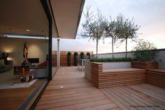 Toit terrasse à Montréal Outdoor Living. Cedre séllec Acrylique architectural plantation minimal sans entretien.