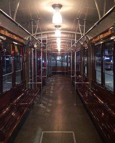 Un tram tirato a lucido tutto per me.  #fridaynight #friday #fridaymood #fridaynightlife #mood #moody #clean #tram #transport #milan #milano #milanosocialmedia #milanodavedere #milanodaclick #bellamilano #becausemilan  #igersmilano #ig_milano #ig_ #venerdi #instadaily #milanstagramcom #milano_go #milanocity #milanocityufficiale by fretta_bisco