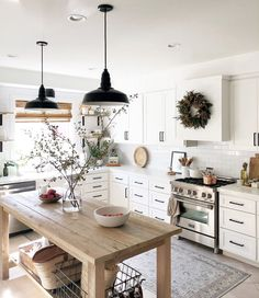 Kitchen Inspirations, decor ideas for kitchens, kitchen layout, farmhouse kitchen decorations, dining room Classic Kitchen, Farmhouse Style Kitchen, Modern Farmhouse Kitchens, Home Decor Kitchen, Rustic Kitchen, New Kitchen, Home Kitchens, Kitchen Ideas, Rustic Farmhouse
