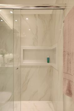 Bathroom decor for your master bathroom renovation. Discover bathroom organization, master bathroom decor tips, master bathroom tile tips, bathroom paint colors, and more. New Bathroom Designs, Bathroom Design Luxury, Modern Bathroom Design, Home Interior Design, Bathroom Ideas, Bathroom Organization, Bathroom Storage, Bad Inspiration, Bathroom Inspiration