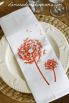 Nice dandelion image to adapt for room stencil Embroidery Stitches, Hand Embroidery, Machine Embroidery, Silk Screen Printing, Dinner Napkins, Diy Crafts, Arts And Crafts, Surface Pattern Design, Creative Inspiration
