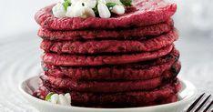 Raasta kypsät, kuoritut punajuuret hienoksi raasteeksi.Sekoita maidon joukkoon raaste, munat, jauhot ja puolet raejuustosta.