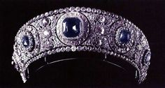 Sapphire Tiara with Diamonds of Queen Marie of Romania, Cartier diadem with the 137 carat central sapphire originally made in 1909 for her aunt Grand Duchess Vladimir. Royal Crowns, Royal Tiaras, Tiaras And Crowns, Queens Tiaras, Rose Crown, Royal Jewelry, Circlet, Fantasy Jewelry, Crown Jewels