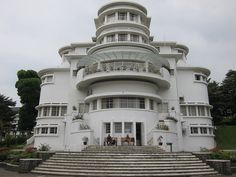 Villa Isola, in Bandung, Indonesia, designed by Wolff Schoemaker and completed in 1933 Bauhaus, Bandung City, Amsterdam, Dutch East Indies, Art Projects For Teens, Art Deco Buildings, Building Structure, Creative Pictures, Art Deco Furniture