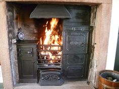 Per Diane: Love - had one of these in my grams house. She made soup, baked cooked dinner made toast and it heated the home. The black range Cooking A Roast, Cooking Stove, Antique Wood Stove, How To Antique Wood, Edwardian Fireplace, Victorian Tiles, Victorian House, Old Stove, Cast Iron Stove