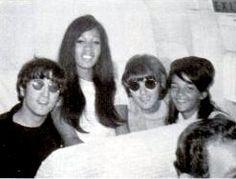 ON TOUR WITH THE RONETTES FROM EBONY MAGAZINE: « Beatle Photo Blog