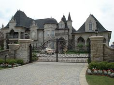 I love this gated look. Adding to high pillars back a bit, with a flowered front. A short wall expanding from the center out. Interior Design Inspiration, Home Interior Design, Wrought Iron Driveway Gates, Garage Door Opener Repair, Sliding Gate, Dream House Interior, Big Houses, Cool Pools, Curb Appeal