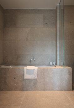 Bathroom in limestone by Belgian architects Co.studio.