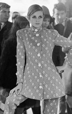 Twiggy 1960s www.vintageclothin.com More