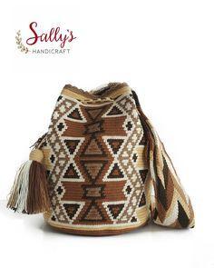 26 отметок «Нравится», 2 комментариев — กระเป๋าวายูแท้100% Wayúu bag (@sallyshandicraft) в Instagram: «กระเป๋าวายูไหมคู่ใบนี้มี... ●มีเบล (ถักหุ้มหัวพู่)…»