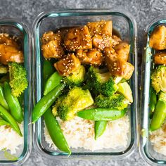These Honey Sesame Chicken Lunch Bowls have chicken breast rice and veggies tossed in a sticky sweet and savory sauce Perfect for healthy meal prep lunches sweetpeasandsaffron video freezer mealprep glutenfree dairyfree Clean Recipes, Easy Healthy Recipes, Healthy Snacks, Healthy Eating, Meal Prep Recipes, Easy Healthy Meal Prep, Clean Eating, Healthy Meal Options, Meal Prep Cheap