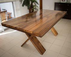 Mesa en parota solida