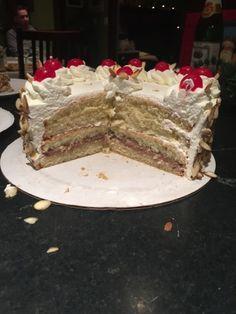 Rum cake- this one has good instructions Italian Rum Cake, Italian Sponge Cake, Italian Cream Cakes, Italian Desserts, Italian Pastries, Recipes With Whipping Cream, Cream Recipes, Rum Cream, Whipped Cream