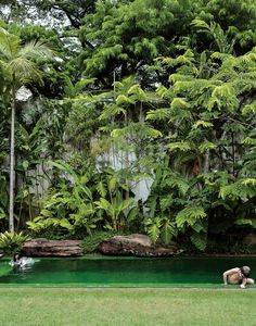 Isay Weinfeld, a Sao Paulo architect, designed this beautiful, lush garden.